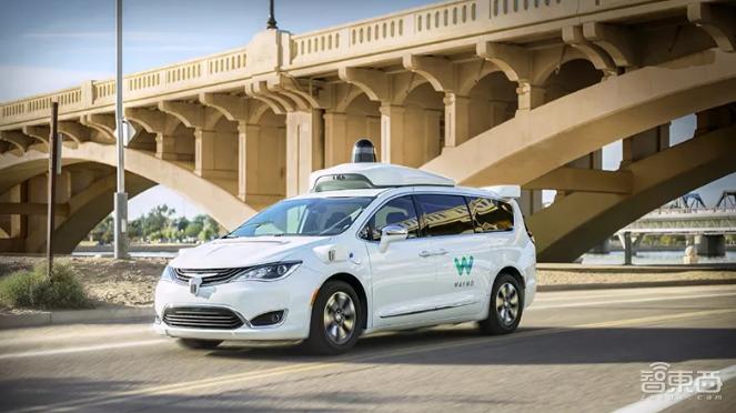 在公开道路测试的Waymo无人车
