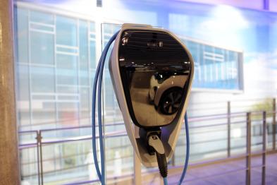 宝马ChargeNow计划是如何推进电动车充电标准的?