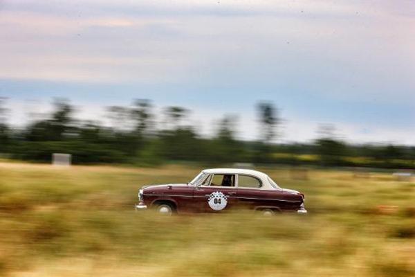 德国宝沃经典老爷车Isabella在锐思赛道进行圈速比拼