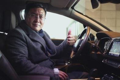 九五智驾总经理张连成体验东风雪铁龙C6