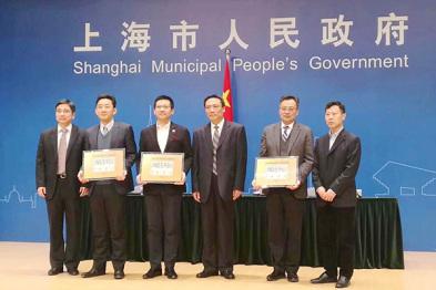 北京vs上海:首块无人车路测牌照背后,政策和趋势划重点
