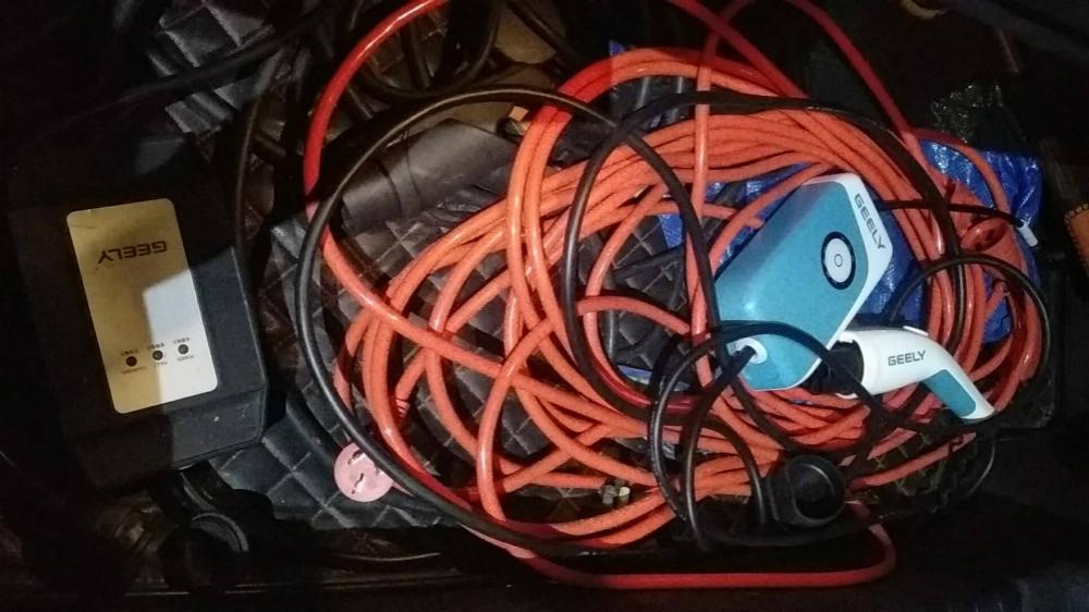室内插电源,甩到室外用接在车上