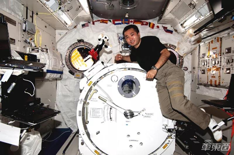 国际空间站上的Kirobo