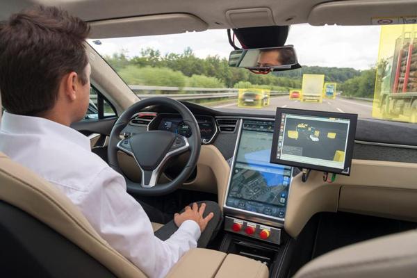 搭载博世解决方案的自动驾驶测试车