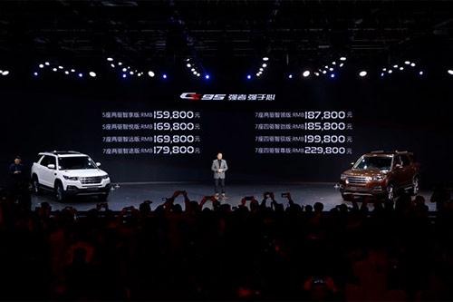 近日,长安旗舰七座SUV——CS95在北京上市,新车搭载2.0T蓝鲸发动机,共提供两驱/四驱;5座/7座版本,共8款车型,售价区间在15.98-22.98万元,对标GS8。