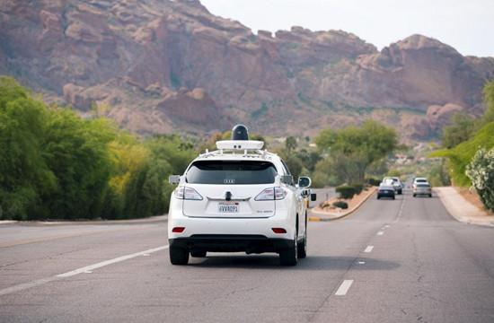 谷歌的无人驾驶汽车在路上