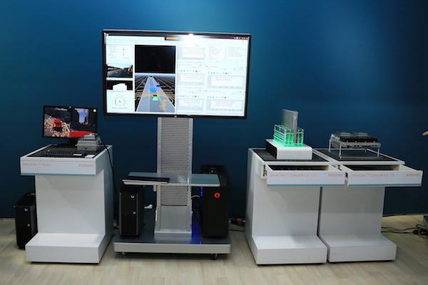 DriveCore的Studio(左中)与硬件参考设计(右)