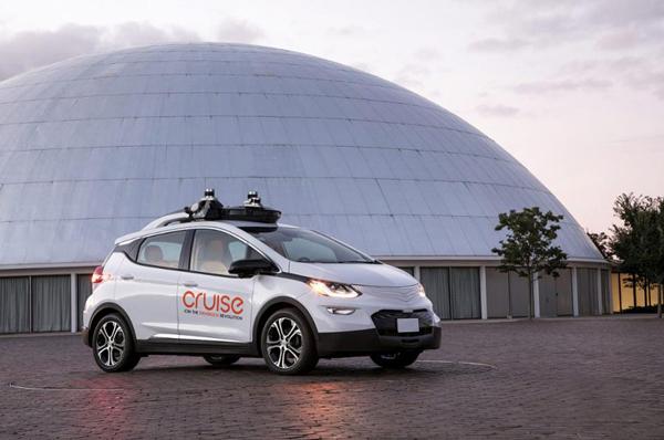 通用联合Cruise于今年九月中旬发布的可大规模量产自动驾驶原型车