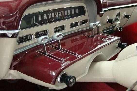 1954年的老爷车仪表盘