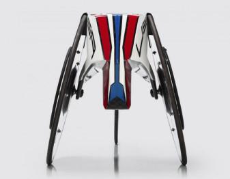宝马专门为残奥会竞速设计了一款轮椅
