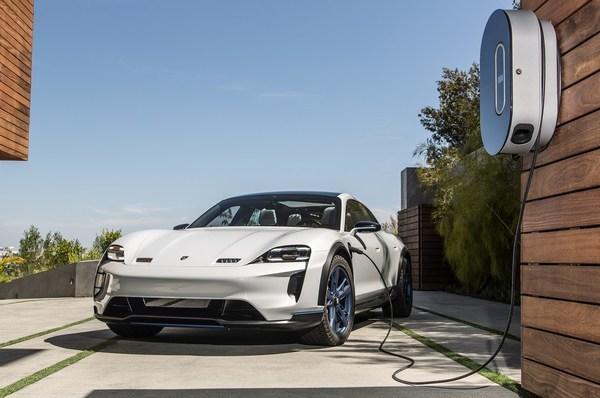 保时捷Mission E正式定名Taycan,纯电动跑车2020年入华