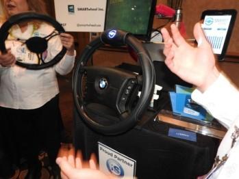 CES上可预防分心驾驶的智能方向盘套