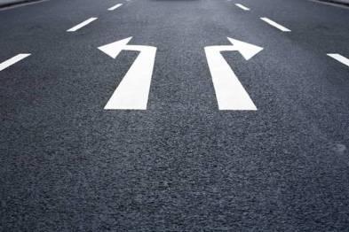 比亚迪向左,吉利向右——两家民企的新能源汽车战略比较