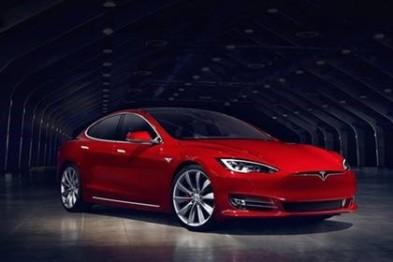 Model S在Autopilot模式下撞上受損車,車主起訴特斯拉