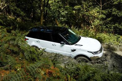 路虎新款揽胜运动版插电式混合动力车型P400e,亮点不仅仅是百公里油耗2.7L