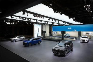 理想亮相上海国际车展,发布Baby Blue限量版珍珠漆