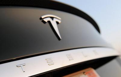 特斯拉 Model S 再撞车 自动驾驶真的无法自动?
