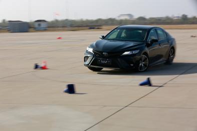 不要小瞧了丰田这俩车,上赛道一样不含糊