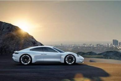 保时捷计划每年生产40000辆全电动Taycan汽车