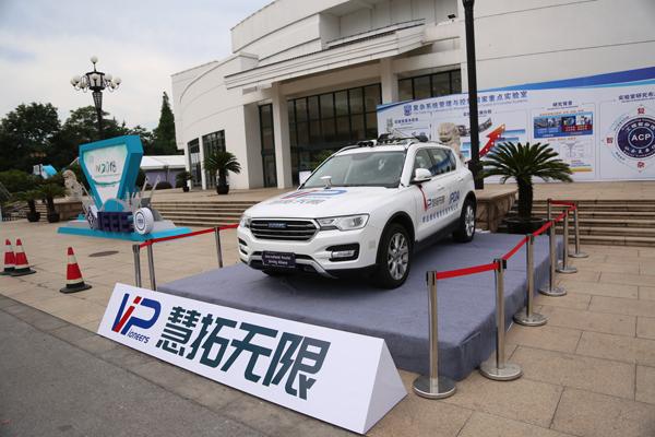 慧拓搭载第三代平行驾驶系统的测试车