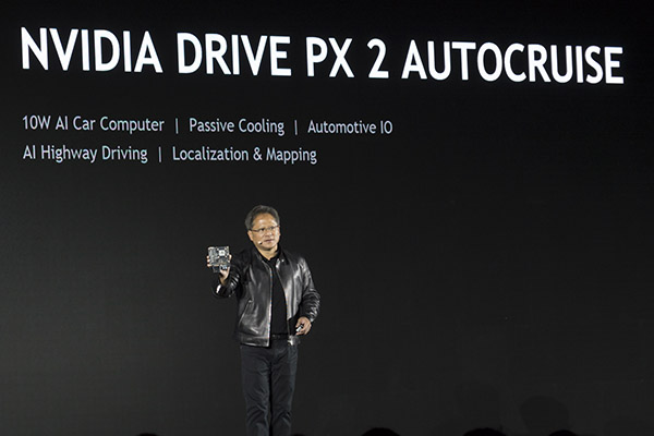 NVIDIA联合创始人、总裁兼首席执行官黄仁勋先生向大家介绍DRIVE AutoCruise计算平台