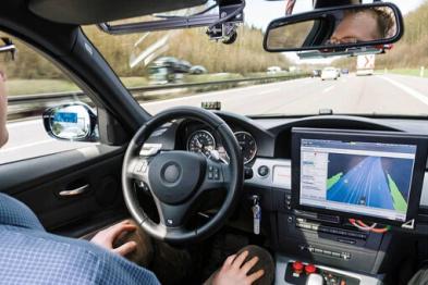 传统车企用自动驾驶对抗无人驾驶
