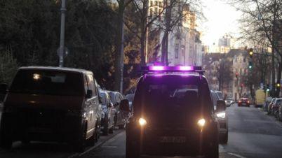 福特测试无人车三色灯条视觉语言,使其能与行人沟通