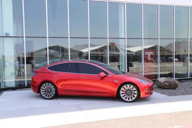 马斯克发推:Model 3年底推出,Model Y跳票