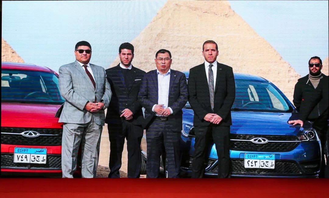 奇瑞汽车总经理助理兼国际公司执行副总经理张贵兵在埃及向奇瑞老朋友献上祝福