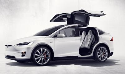 特斯拉又出事故:Autopilot下Model X撞护栏