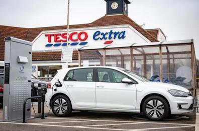 大众汽车将与乐购联手建英国最大免费充电网络