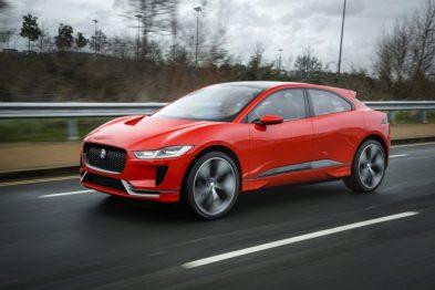 捷豹全新红色I-PACE概念车在伦敦上路测试