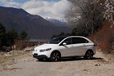 高原上的腾势500:为什么电动车的正向研发如此重要?