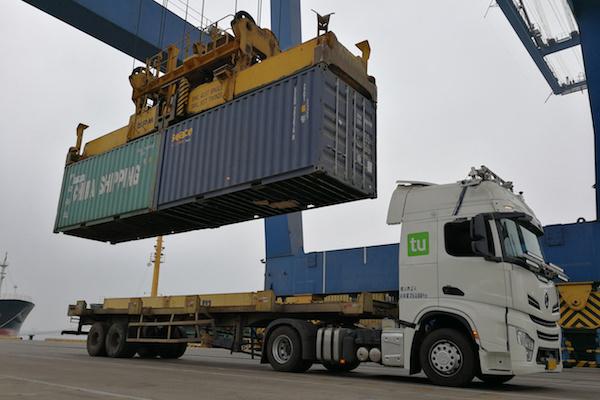 集卡车正在进行测试运行
