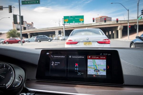 在车内同步显示交通灯信息
