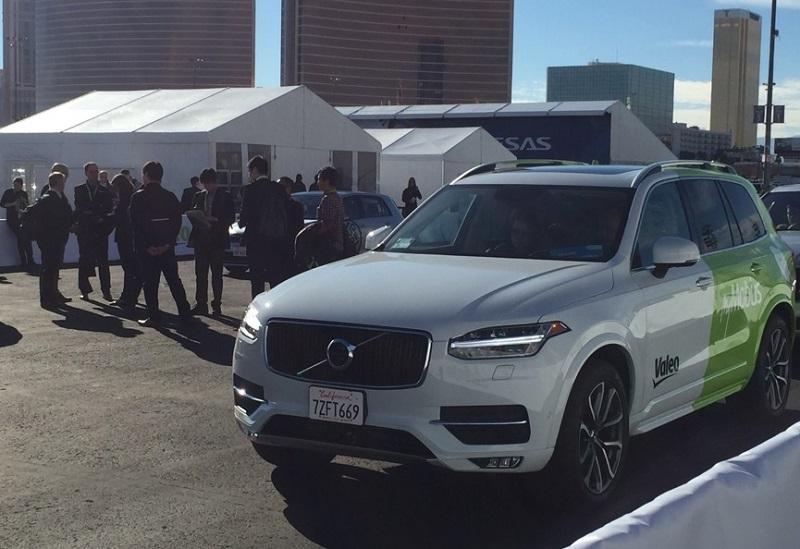 今年CES展上,很多汽车零部件厂商使用沃尔沃XC90作为最新技术载体做现场展示