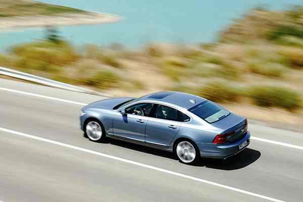 03_沃尔沃全新S90拥有媲美轿跑车的驾控性能.jpg