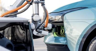 爱驰汽车研发充电机器人