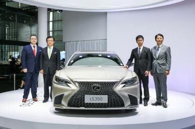 雷克萨斯深港澳车展:新IS上市,LS全球首发