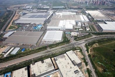 戴姆勒计划2019年建成五大电池组装厂