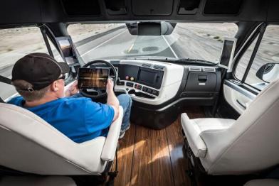全球第一辆拿到车牌的自动驾驶卡车