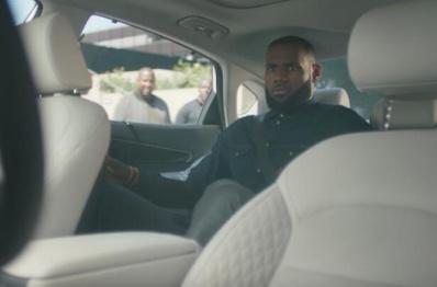 全球首个无人驾驶汽车广告诞生,由詹姆斯为英特尔代言