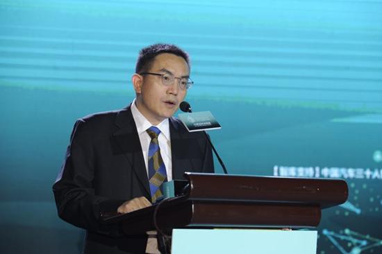 南方财经全媒体集团副总编辑、21世纪报系编委会总编辑邓红辉