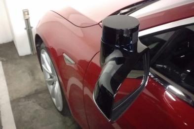 在旧金山某停车场,有人发现了疑似Tesla自动驾驶测试车