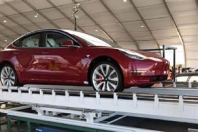特斯拉双电机版本Model 3正式下线