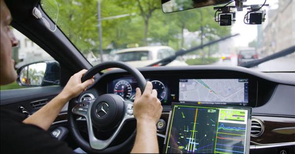 该测试车内部|图片来自:奔驰 YouTube 频道