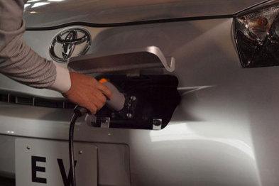 丰田开发新款车用锂电池,性能提高10-15%