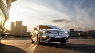 """为什么说2021年的纯电轿车会呈""""两超多强""""的格局?"""