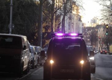 福特测试三色灯条视觉语言,帮助自动驾驶汽车与行人交流
