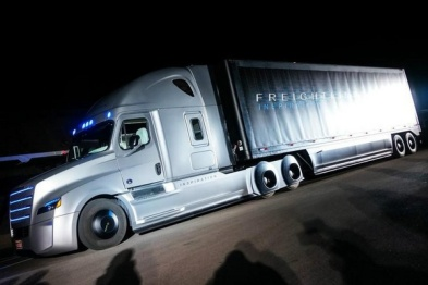 英国将测试卡车自动编队行驶技术